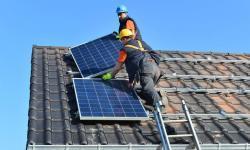 La production d'électricité des panneaux solaires culmine lors des journées nuageuses