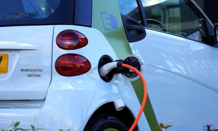 Combien d'électricité une voiture électrique consomme?