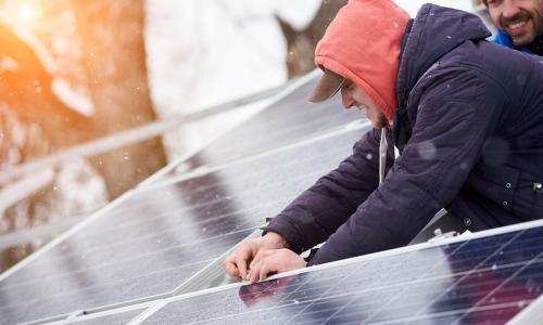Quel est le rendement des panneaux solaires en automne et en hiver?